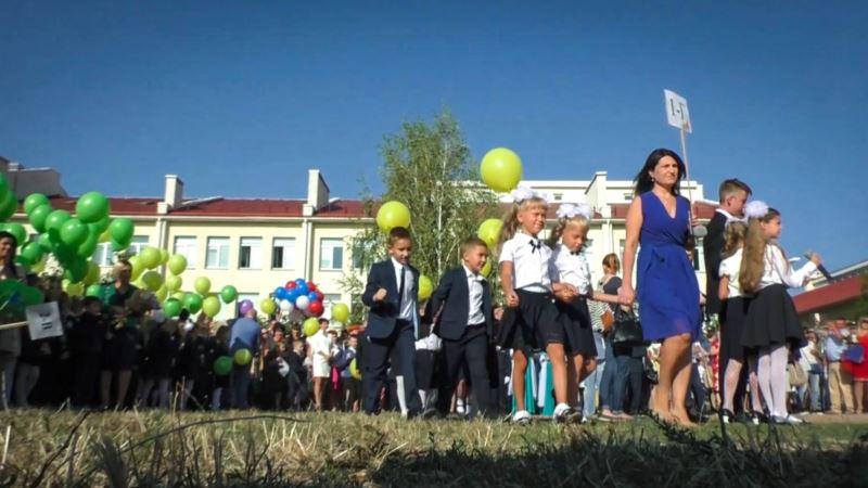 Госдума России продлила срок аккредитации крымских школ