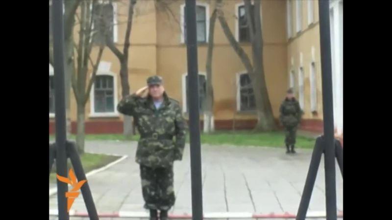 Вспоминаем, как это было: симферопольские женщины поддержали украинских военных (видео)