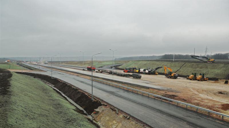 Служба автодорог Крыма утверждает, что заплатила за уничтоженные деревья вдоль «Тавриды»