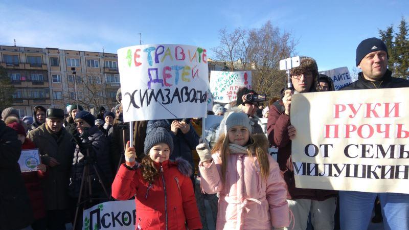 «Не хотим катастрофы, как в Крыму». Митинг против строительства завода в России