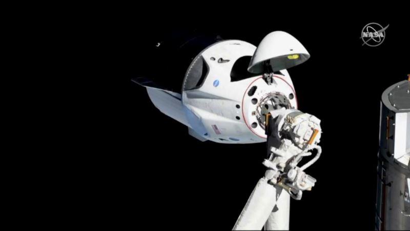 Корабль Crew Dragon Маска вернулся на Землю после первого полета на МКС