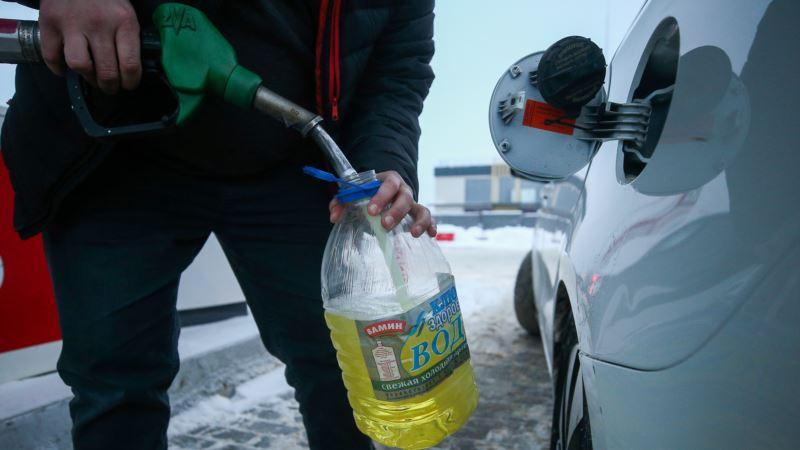 Правительство России заморозило цены на бензин до июля