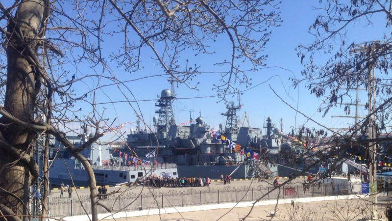 На экскурсию по военным кораблям в Севастополе смогли попасть не все желающие