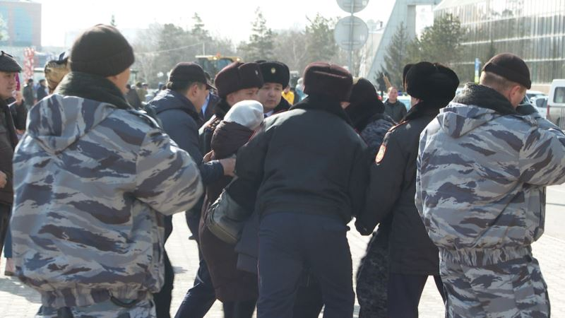 В Астане задержали протестующих против переименования города в Нурсултан