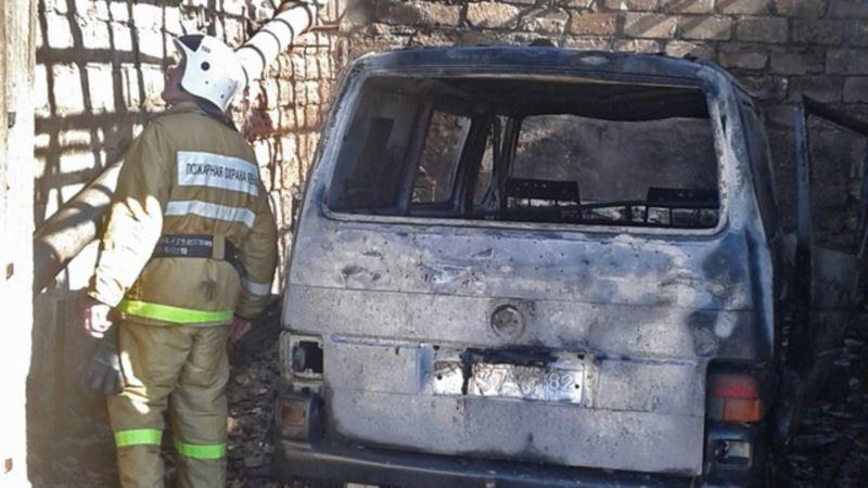 В Феодосии до тла сгорели автомобиль и гараж – МЧС