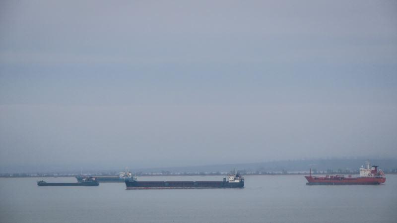 В Керченском проливе село на мель судно под флагом Либерии