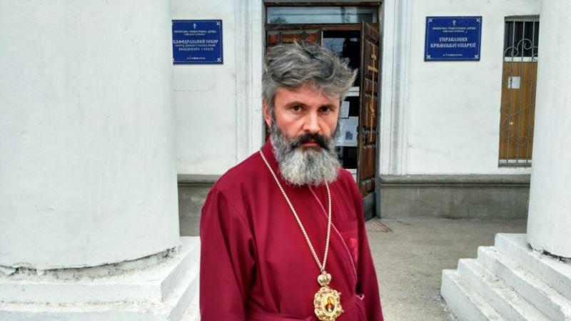 Российские силовики около 5 часов удерживают в Крыму архиепископа Климента