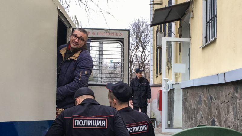 В НСЖУ назвали пытками неоказание в Крыму медпомощи блогеру Мемедеминову