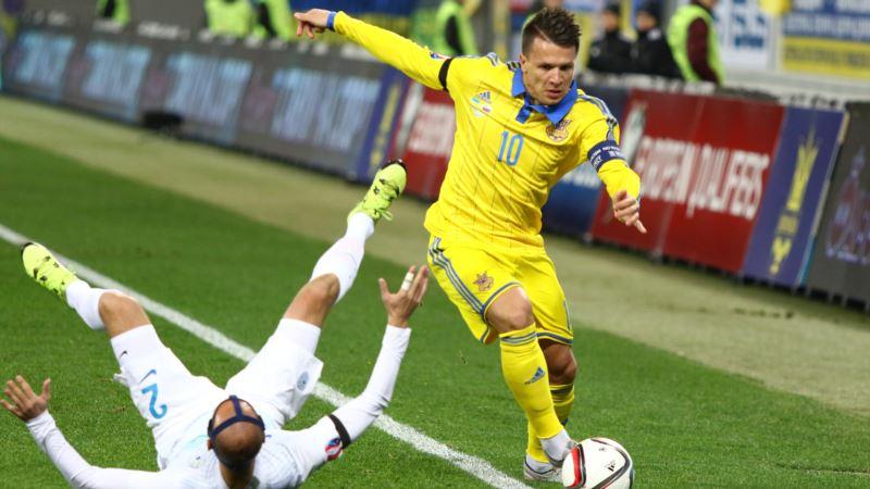 Украинцы Зинченко и Коноплянка играют друг против друга в матче Лиги чемпионов