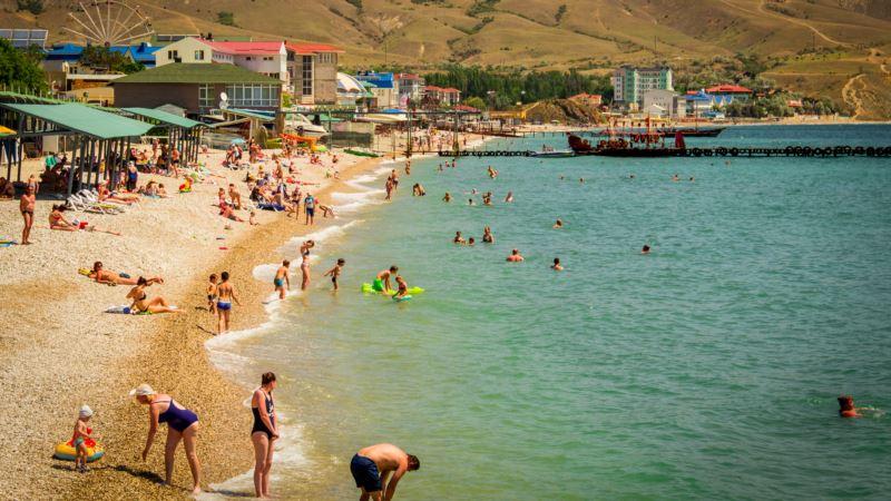 В Крыму власти обещают открыть 460 пляжей к «высокому» курортному сезону