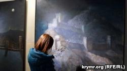 В Днепре представили выставку картин о Крыме с колючей проволокой (+фото)