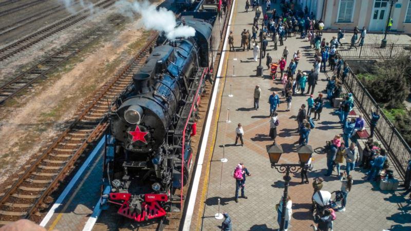 В Керчь ко Дню освобождения города привезли «укороченный» «Поезд Победы» (+фото)