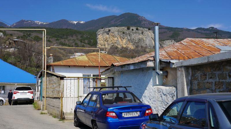 Эдельвейсы на Красном Камне: около «ликерной» скалы в Крыму (фотогалерея)