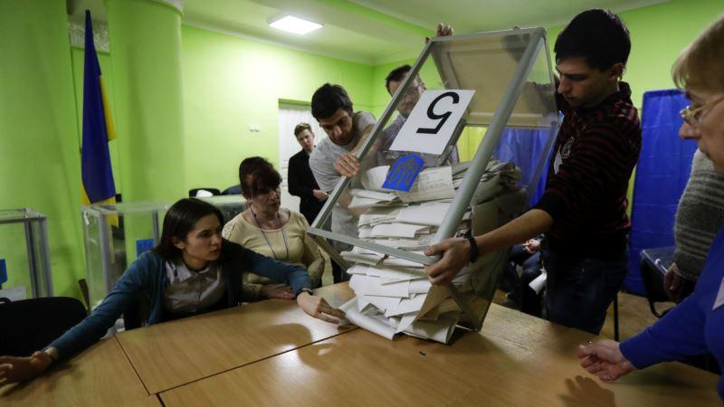 Зеленский опережает Порошенко на 2 млн голосов – ЦИК Украины