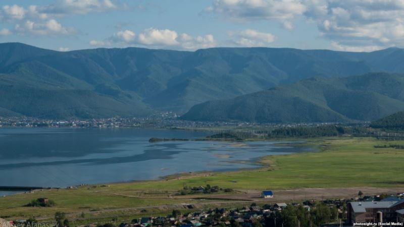 Россия: суд запретил строительство завода по розливу воды на Байкале