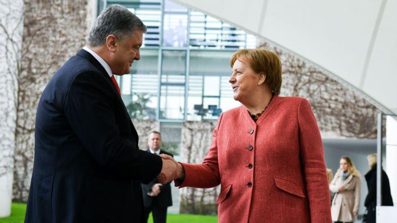 Порошенко и Меркель обсудили давление на Россию ради освобождения захваченных военных
