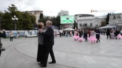 Байкеры с розами и танцы. В Ялте отметили день присвоения статуса города (+фото, видео)