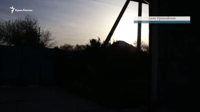 «Перелезли через забор и ворвались в спальню»: обыск в доме крымскотатарского активиста (видео)