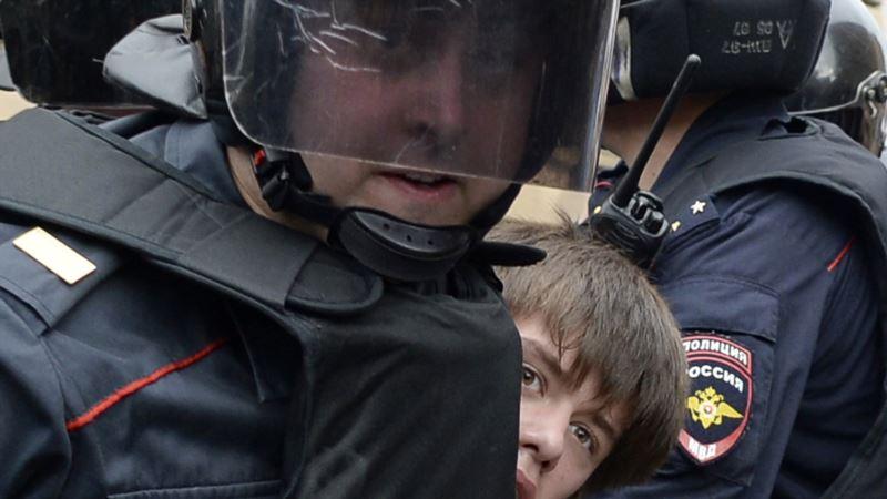 На первомайских акциях в России задержали более ста человек