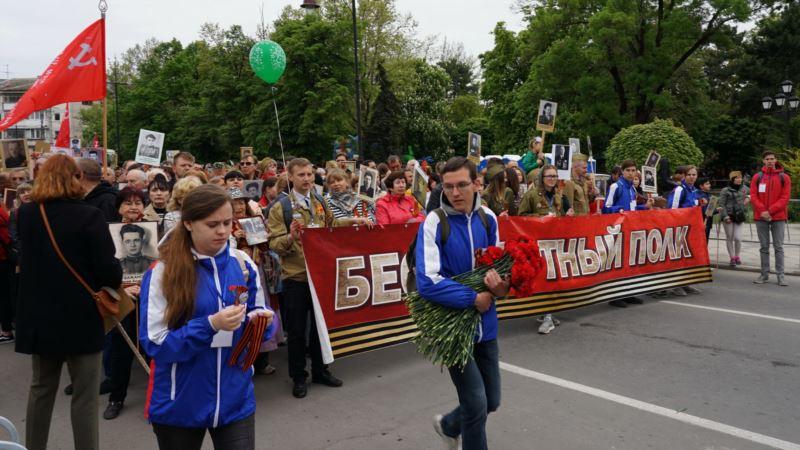 Военная техника, дети, «Бессмертный полк». В Симферополе отмечают «День победы» (+фото)