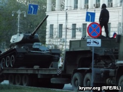 Репетиция парада в Севастополе: колонну возглавила «Катюша» с надписью «За Сталина!» (+фото)
