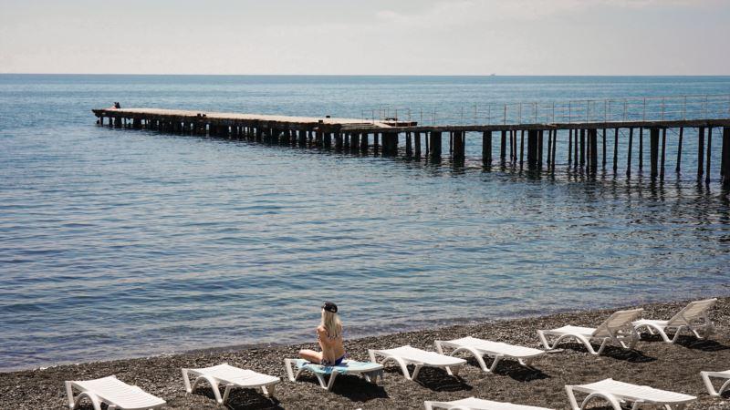 Аксенов пообещал увольнять чиновников за «бардак на пляжах» в Крыму