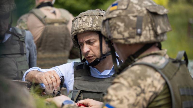 Президент Зеленский впервые приехал на передовую