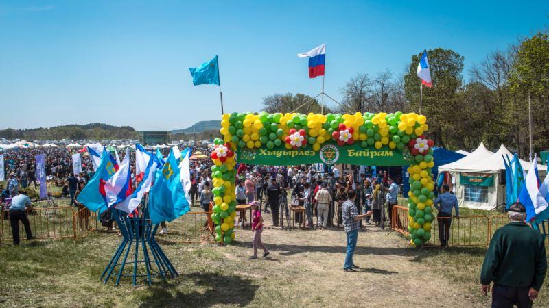 Росгвардия, триколор и металлоискатели: празднование Хыдырлеза в Бахчисарае (фоторепортаж)