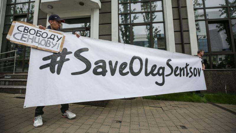 «Артист, а не террорист»: киевская акция в поддержку Олега Сенцова (фотогалерея)