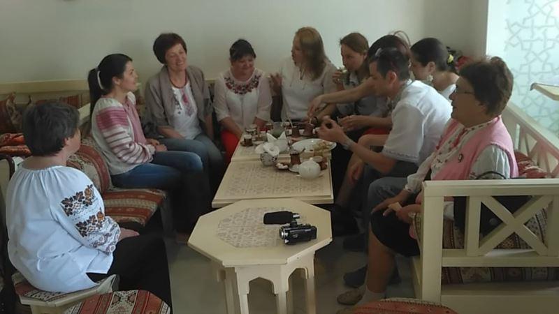 В Крыму украинская община присоединилась ко Дню вышиванки (+фото)