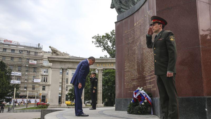 В Вене неизвестные облили краской памятник советским солдатам