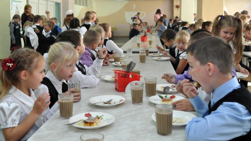 В учебных заведениях Симферополя детей кормили просроченными продуктами – прокуратура Крыма
