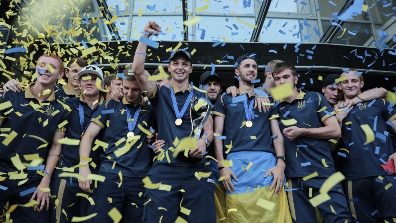 Игроков сборной Украины по футболу U-20 наградили за победу на Чемпионате мира