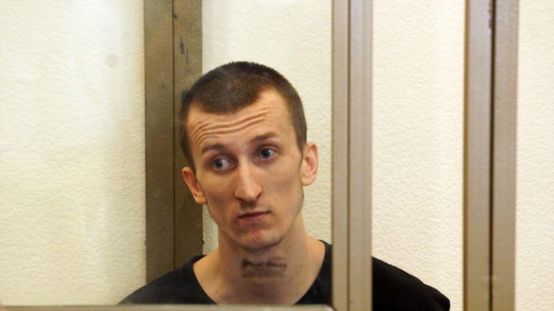 Мать крымского политузника Кольченко накормила сына украинским борщом в российской колонии