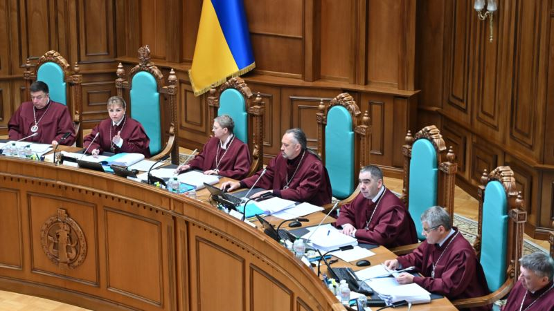 КСУ признал конституционным указ Зеленского о роспуске парламента