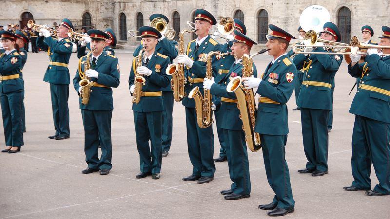 В Севастополе российский военный оркестр сыграл украинскую народную песню(+видео)