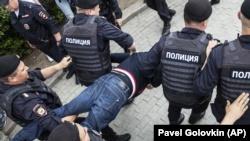 Марш в поддержку Голунова в Москве: задержаны более четырехсот человек (+фото)