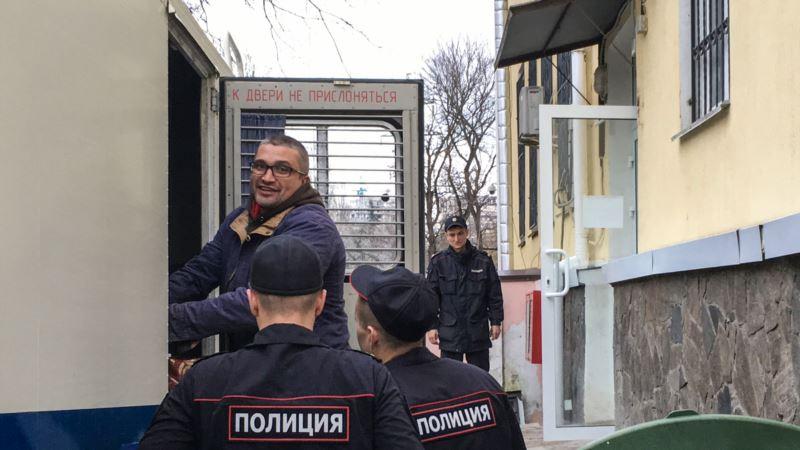 НСЖУ призывает Россию снять обвинения и освободить крымского блогера Мемедеминова