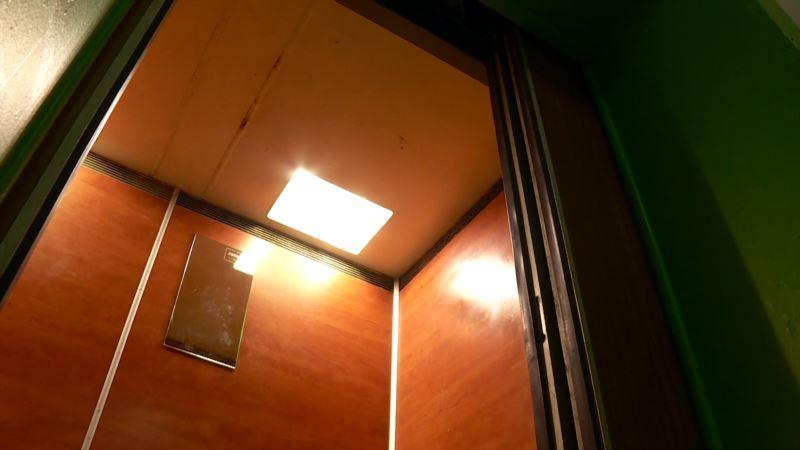 Севастополь: в новостройке упал лифт с людьми