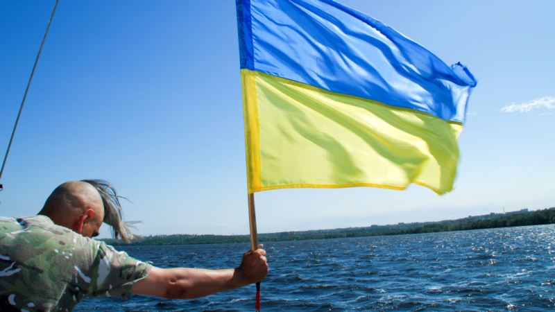 В центре Петербурга активисты провели одиночные пикеты ко Дню Независимости Украины (+видео)
