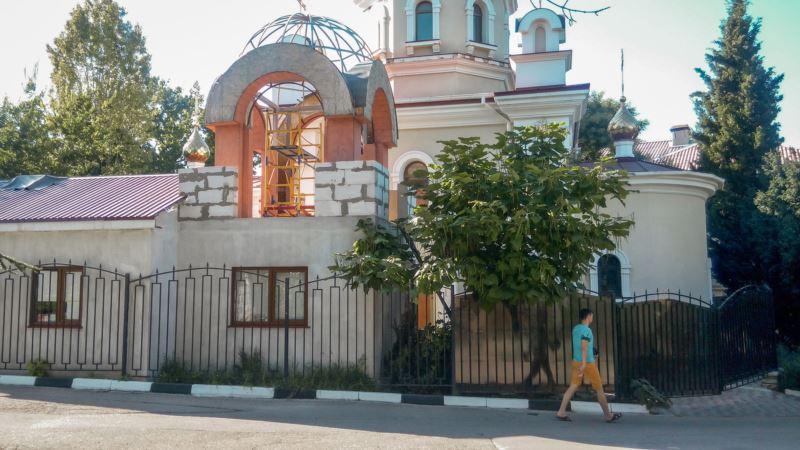 Севастополь: пациенты больницы против строительства колокольни на месте сквера