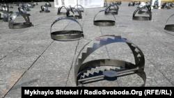 В Одессе в поддержку политзаключенных расставили более сотни капканов (+фото)