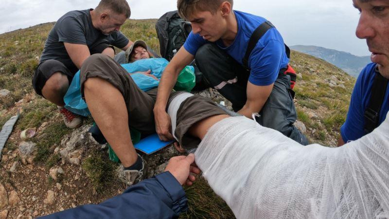 На выходных заблудившиеся туристы ломали ноги в крымских горах – спасатели