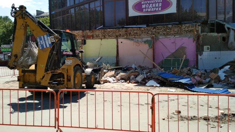 В Симферополе начали сносить торговый центр «Куб» – СМИ
