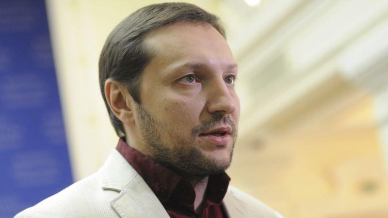 Киев: Мининформ осудил заочный арест в Крыму крымскотатарской журналистки