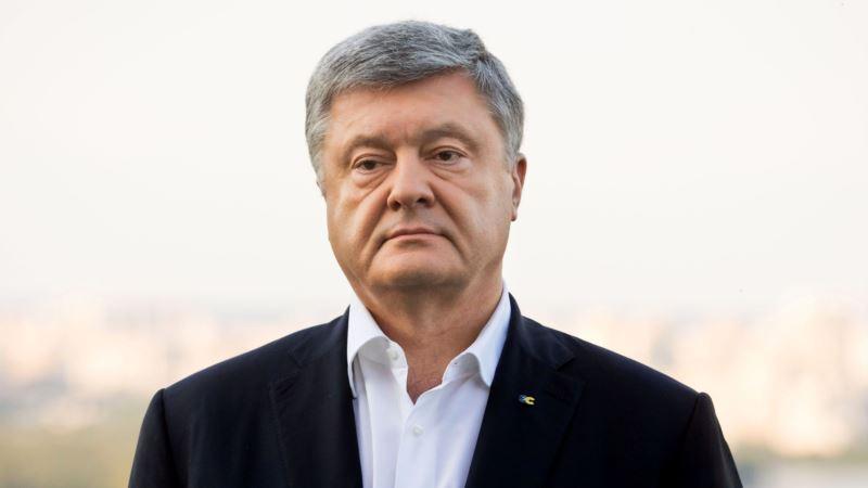 Допрос Порошенко в ГБР завершился, на улице бросали куриные яйца