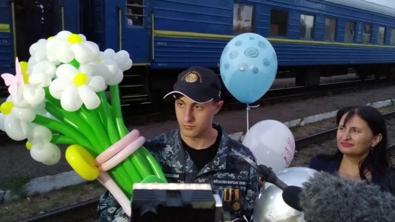 Моряк Евгений Семидоцкий вернулся домой после российского плена (видео)