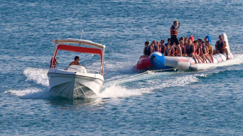 В Крыму снова приостановили поиски женщины с затонувшего прогулочного катера