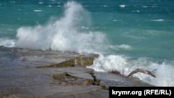 Бархатный сезон: море у берегов Крыма прогрелось до 23 градусов