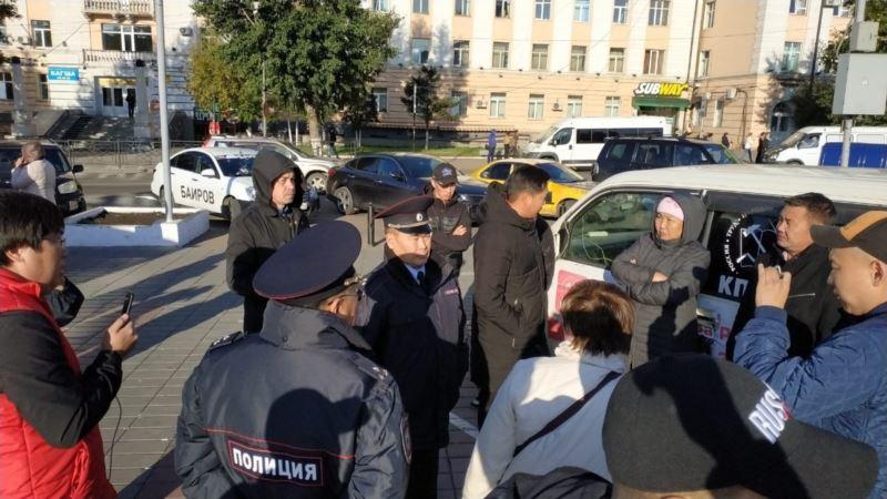Сотрудник Росгвардии призвал не задерживать мирных демонстрантов